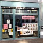 Fotografien im Kiezfenster des Stadtteilladens MaHalle