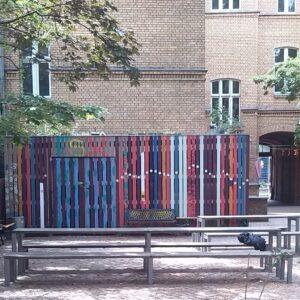 Der Hof der FSX: Grün, bunt, einladend.